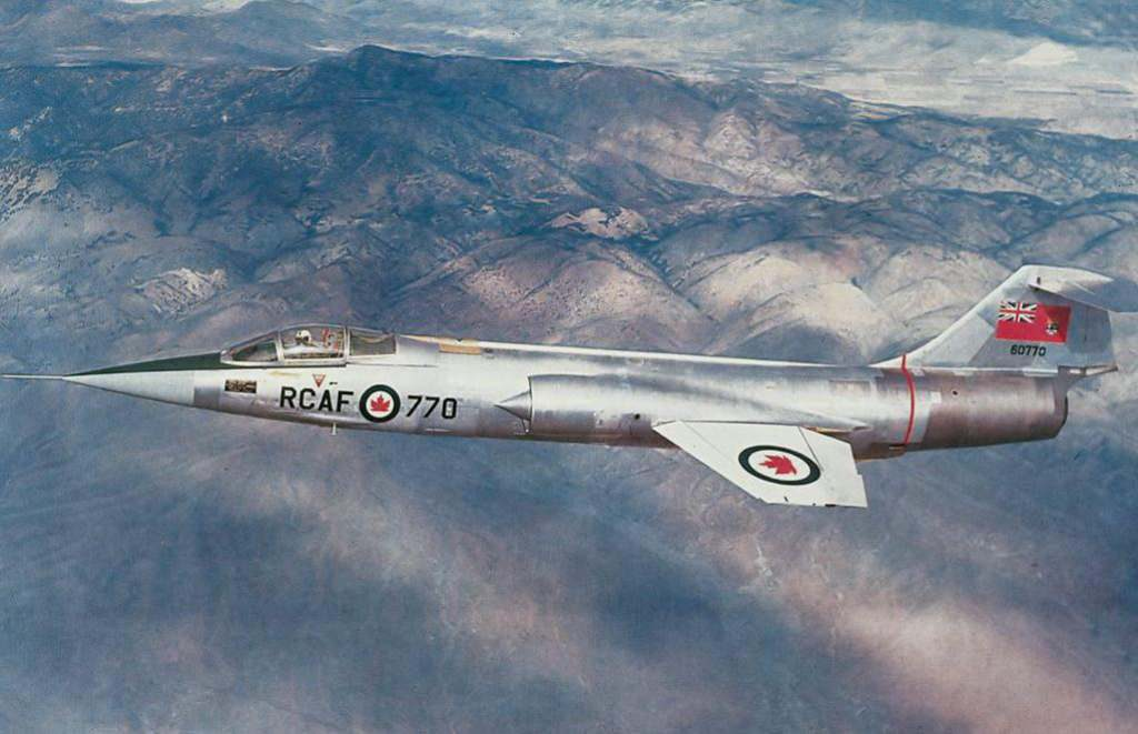 CF-104 in flight showing the white wings and large roundels.